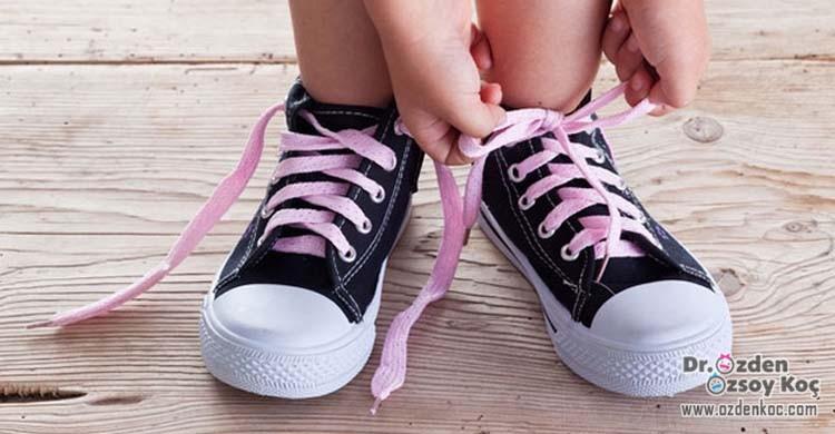 çocuklar nasıl ayakkabı giymelidir?