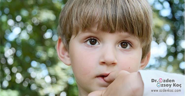 Çocuklarda & Bebeklerde Tırnak Yeme Alışkanlığı